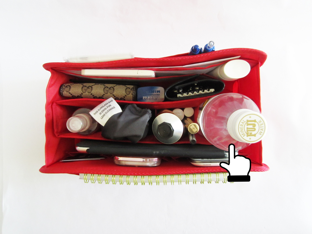 Purse-Organizer-that-can-hold-your-water-bottle-firmly-2